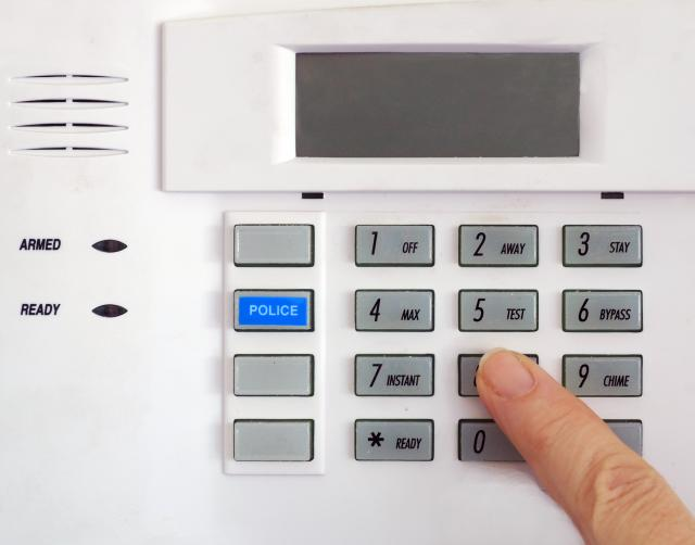 Alarm System Reviews: Who And How To Trust
