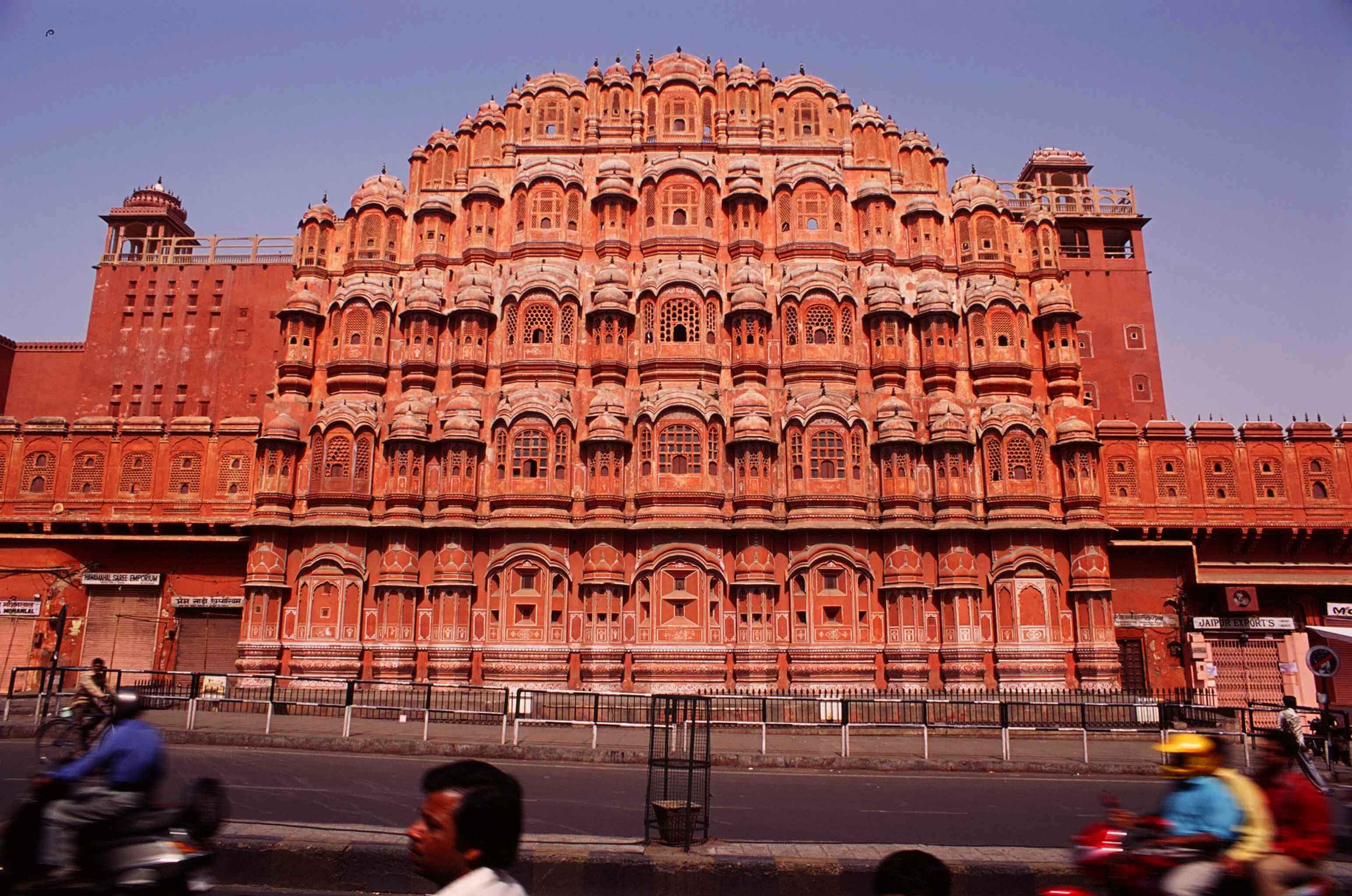 Tour Jaipur During The Jaipur Kite Festival