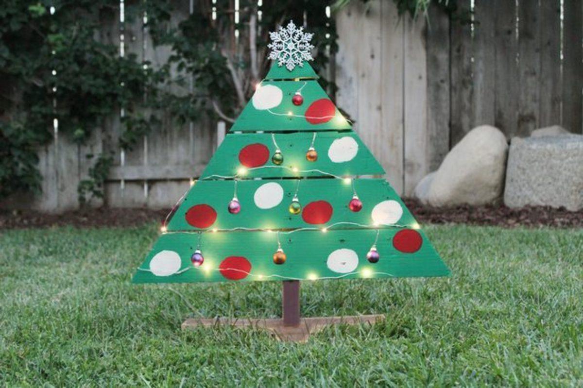 DIY Wooden Palette Christmas Tree