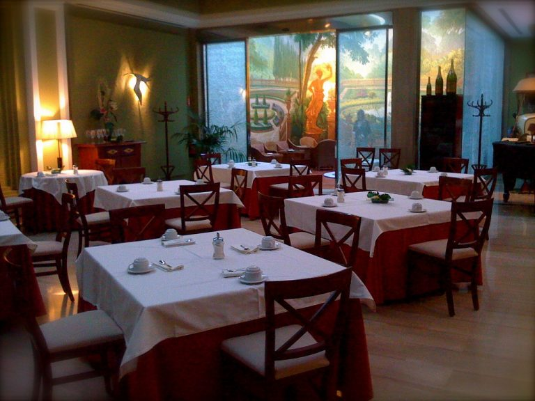 4 Elegant Dimmed Light Restaurants In The Gothic Quarter Of Barcelona