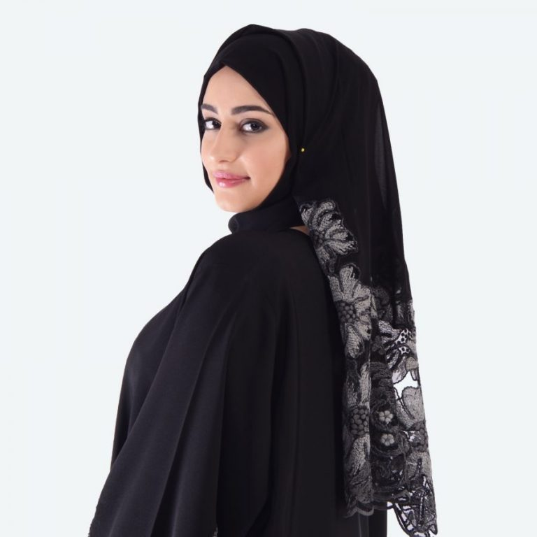 Ways In Which An Abaya Helps To Beat The Weather